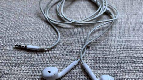 Are Apple Headphones Waterproof